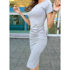 Sólido Manga Curta Bodycon Comprimento do joelho Casual Vestidos