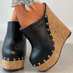 Kvinnor PU Kilklack Pumps Plattform Stängt Toe Kilar rund tå med Nita Ihåliga ut skor
