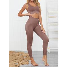 Correa Cuello en U Sin mangas Color sólido Leggings deportivos Sujetadores deportivos Conjuntos de yoga