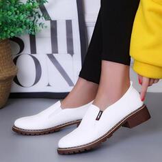 Kvinnor PU Låg Klack Pumps med Andra skor