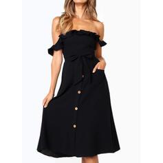 Jednolita Krótkie rękawy W kształcie litery A Łyżwiaż Mała czarna/Casual/Wakacyjna Midi Sukienki