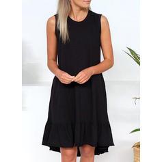 Jednobarevné Bez rukávů Splývavé Délka ke kolenům Malé černé/Neformální Rochii