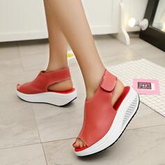 Kvinnor PU Kilklack Sandaler Plattform Kilar Peep Toe Klackar med Ihåliga ut Kardborre Solid färg skor