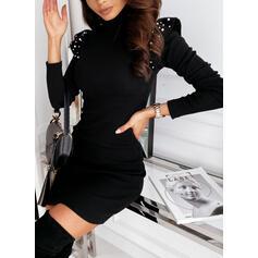 Pevný/Ozdobený Korálky Dlouhé rukávy Přiléhavé Nad kolena Malé černé/Večírek/Elegantní Šaty