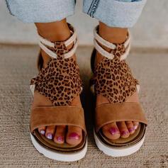 Kvinnor Mocka Kilklack Sandaler Plattform Kilar Peep Toe med Animaliska Tryck Skarvfärg skor