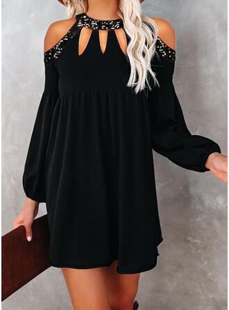 Flitry/Pevný Dlouhé rukávy/Rukávy do zvonu Splývavé Nad kolena Malé černé/Elegantní Šaty