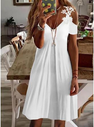 Sólido Encaje Manga Corta manga de hombros fríos Vestidos sueltos Sobre la Rodilla Casual Vestidos