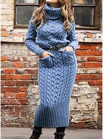 Sólido Punto De Cable Punto Grueso Bolsillos Cuello De Tortuga Vestido de Suéter