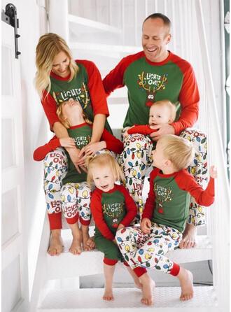Carta Caricatura Família Combinando Natal Pijama