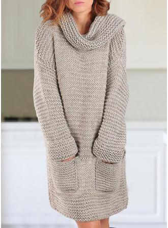 Sólido Punto Grueso Bolsillos Cuello De Tortuga Vestido de Suéter