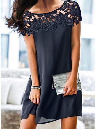 Krajka/Pevný/Vydlabaný Krátké rukávy Splývavé Nad kolena Elegantní Šaty