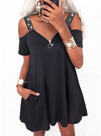 固体 スパンコール 半袖 冷たい肩の袖 シフトドレス 膝上 カジュアル ドレス